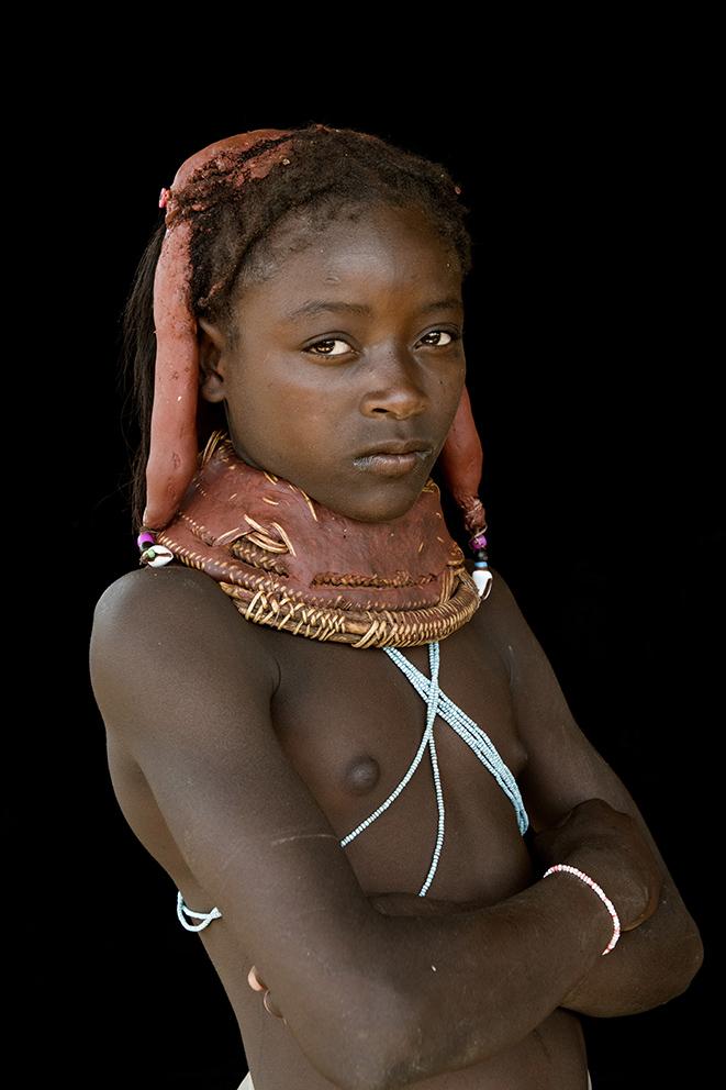 angola-tribes-muila-meisje-haardracht