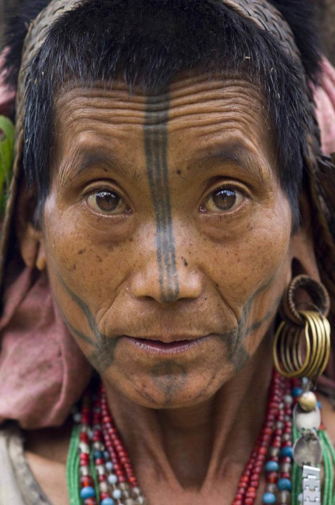 pure-india-stammen-nocte-vrouw-tatoeages