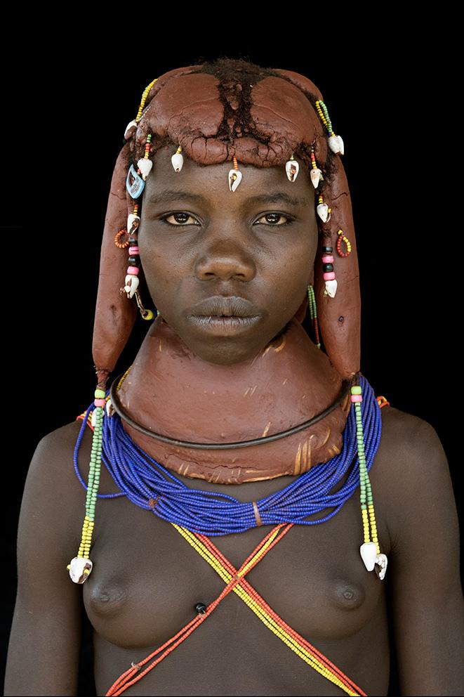 angola-tribes-muila-meisje