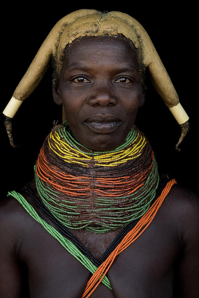 angola-tribes-muila-vrouw