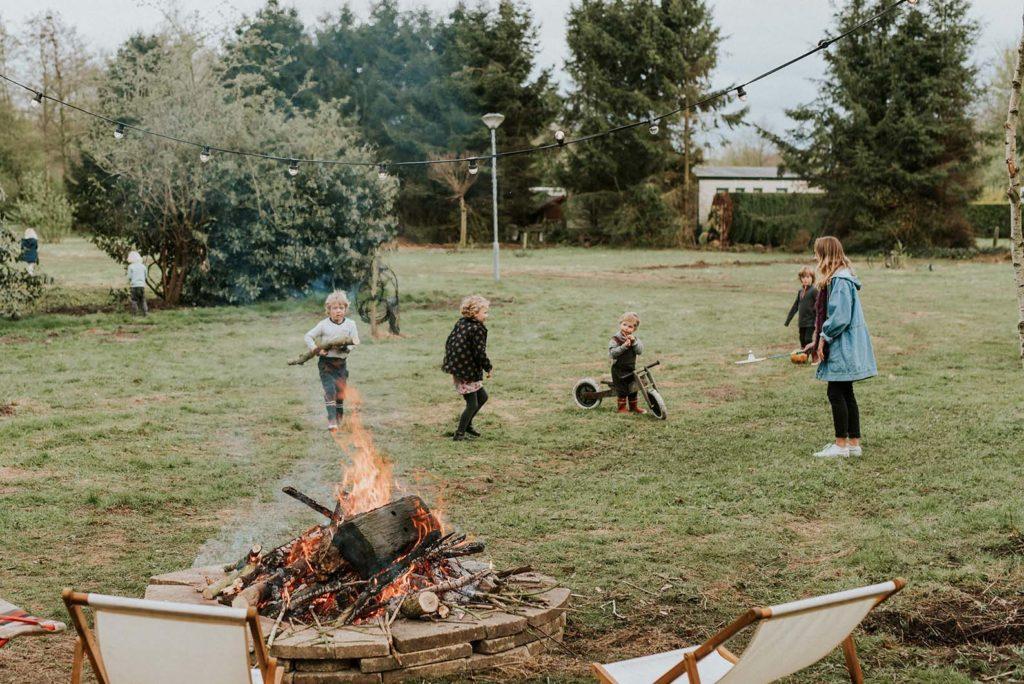 nederland-camping-buitenland-kampvuur-kinderen-duurzaam