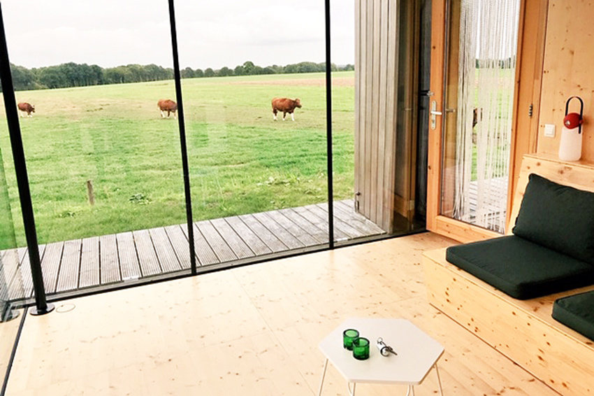 boerderij-spa-woonkamer-uitzicht