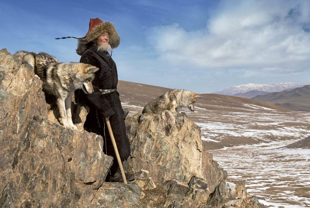 dark-heavens-hamid-sardar-mongolië-man-hond