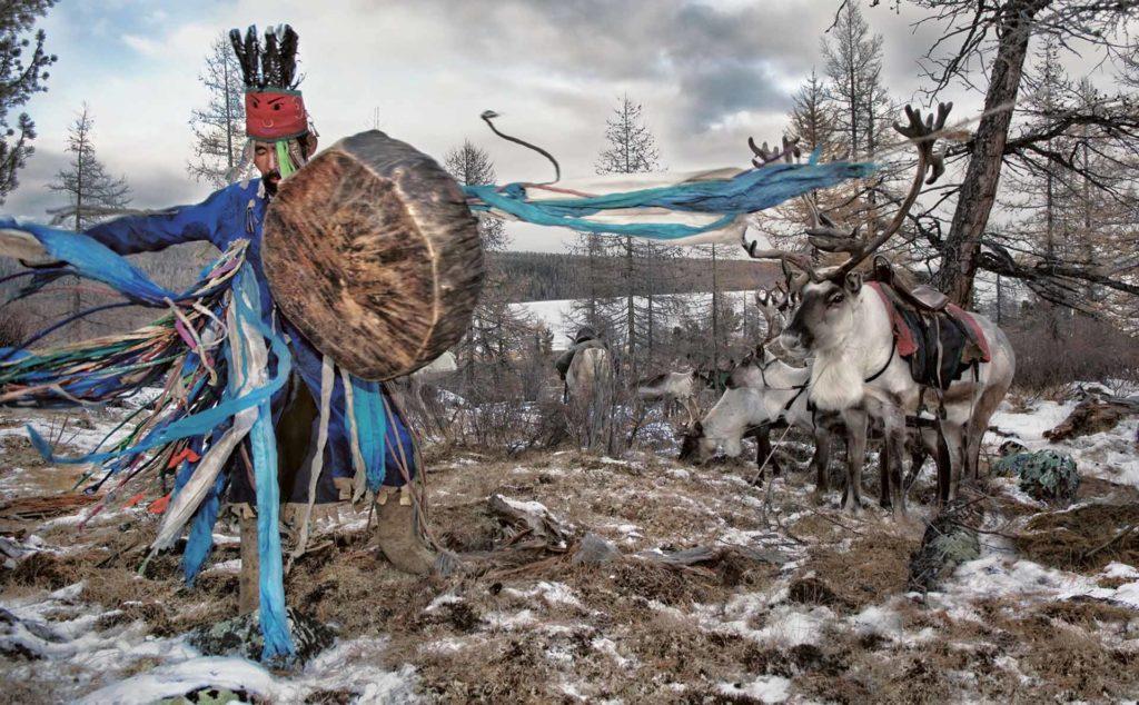 dark-heavens-hamid-sardar-mongolië-sjamaan-rendieren-trommel