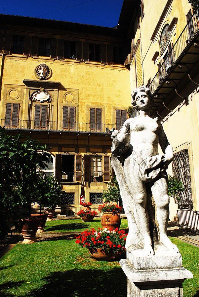 florence-palazo-medici-riccardi-tuin