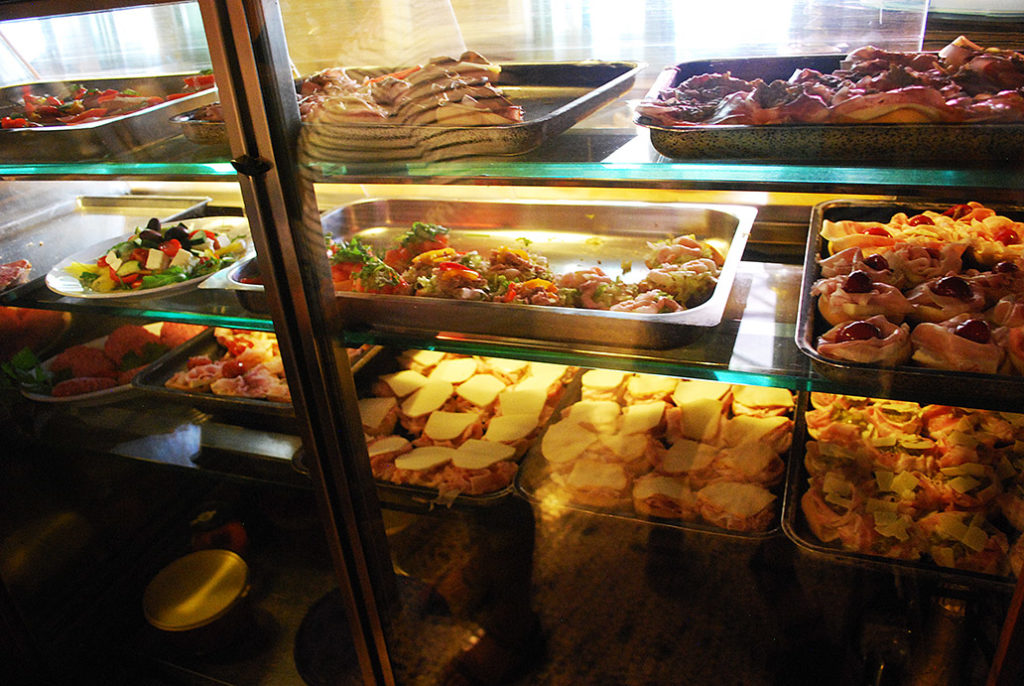friuli-udine-al-capello-vitrines-eten