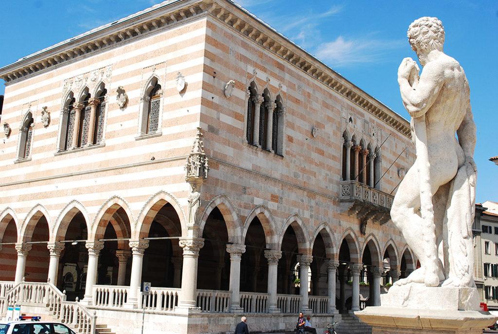 friuli-udine-piazzo-liberta-loggia-del-lionellobeeld