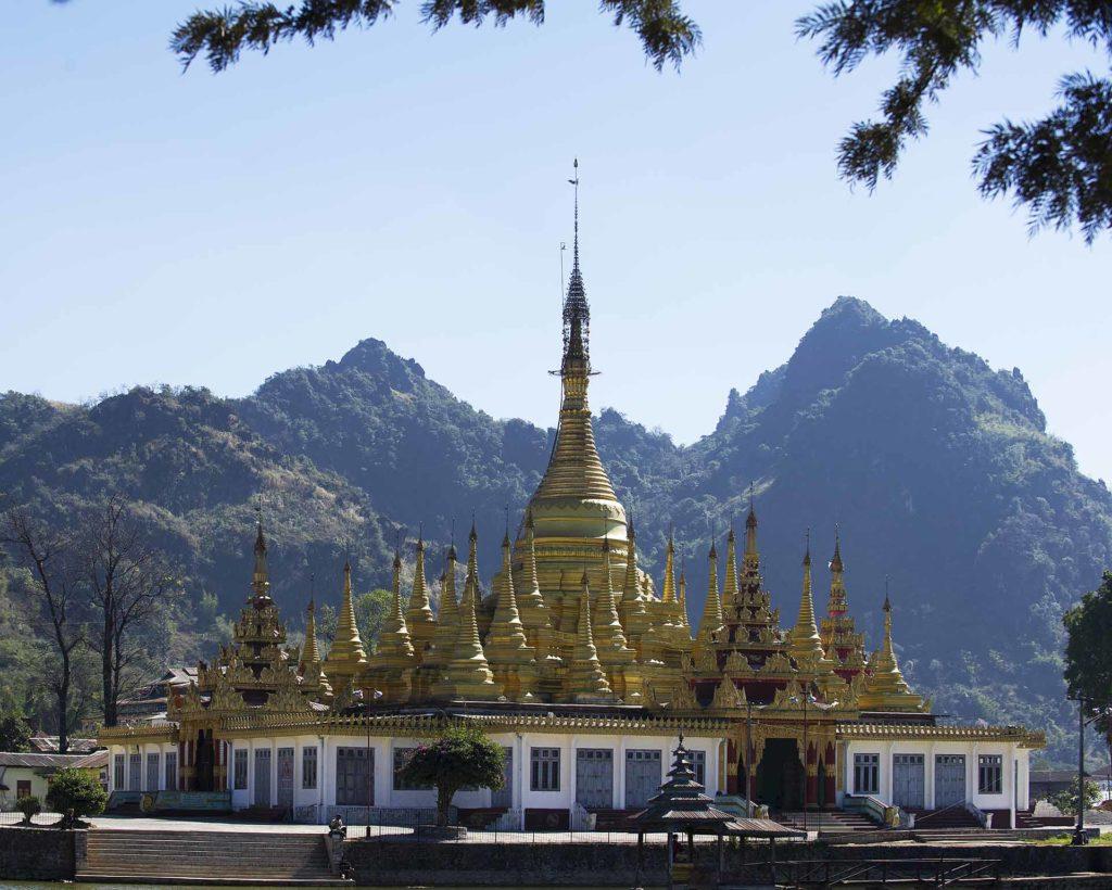 myanmar-pagode-onderweg
