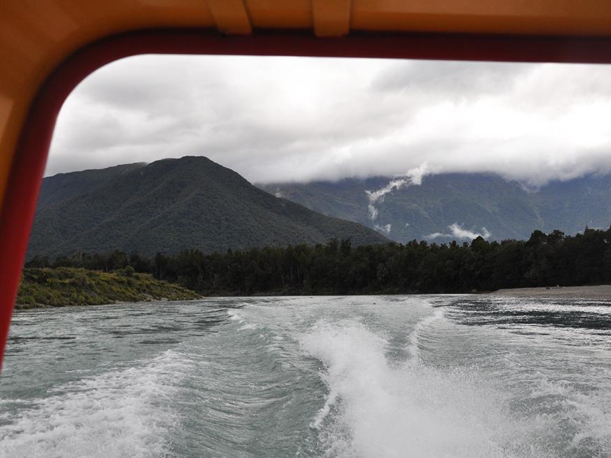 nieuw-zeeland-waiatoto-river-safari-water-spoor