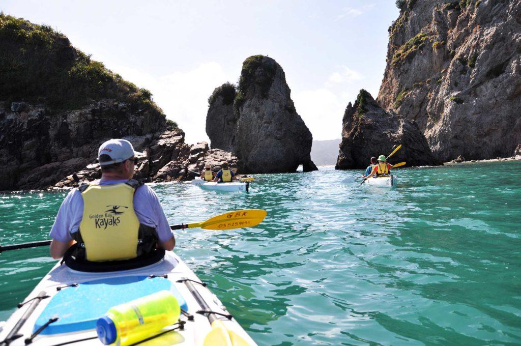 nieuw-zeeland-wharariki-beach-kajakken