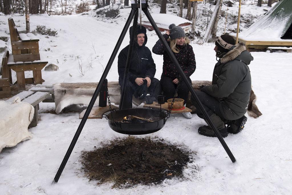 noorwegen-geilo-husky's-kampvuur