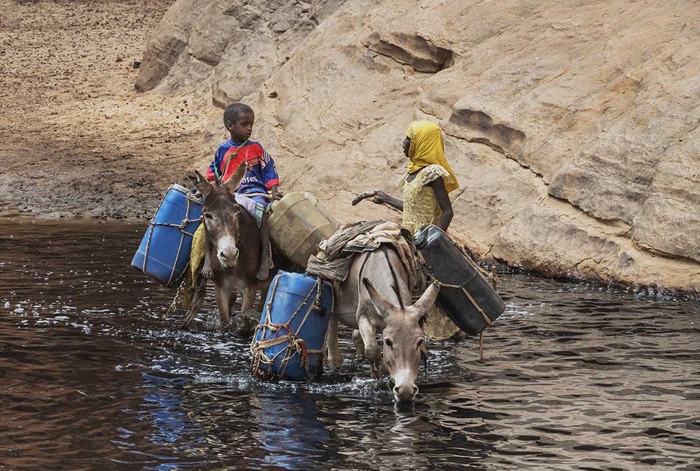 tsjaad-guelta-d'-archei-kinderen-met-ezeltjes
