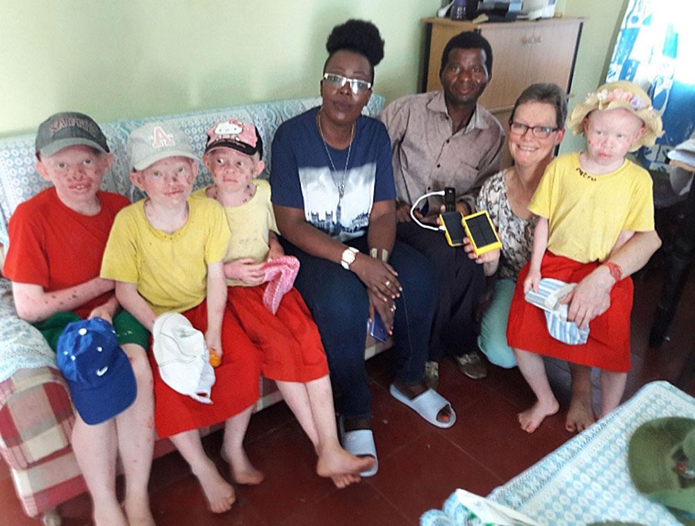 wakawaka-albino-kids-kenia-carla-sonder