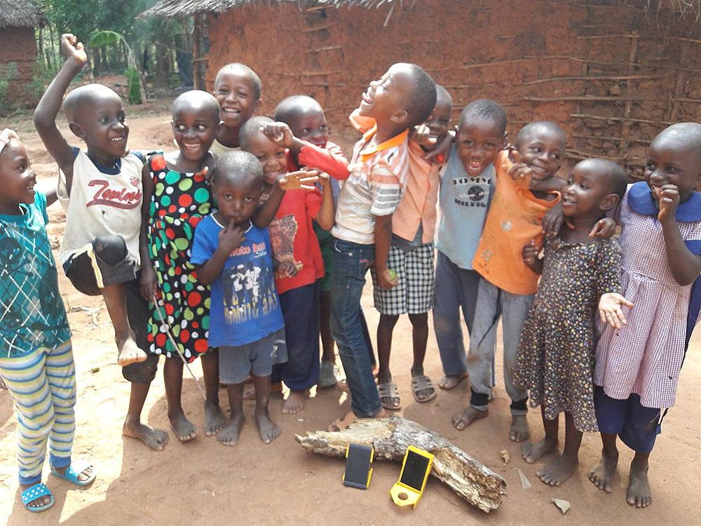 wakawaka-solar-kinderen-Afrika