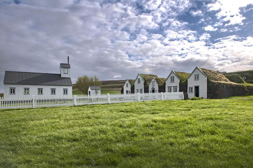 ijsland-noorden-grenjaðarstaður-turfhuisen-kerk