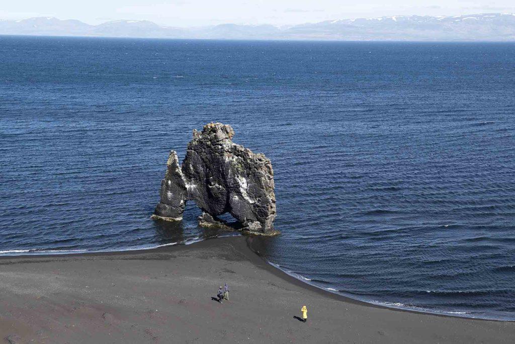 noord-ijsland-hvitserkur-uitzicht
