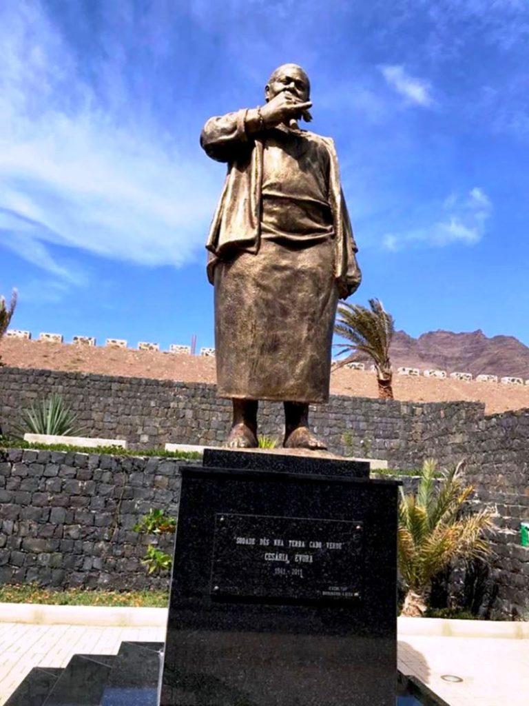 cesaria-evora-standbeeld-Kaapverdie-muzikale-reis-rik-van-boeckel