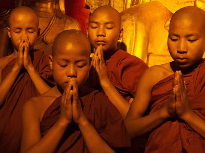 myanmar-praying-boy-monks-buddhism-header