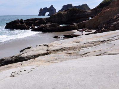 nieuw-zeeland-wharariki-beach